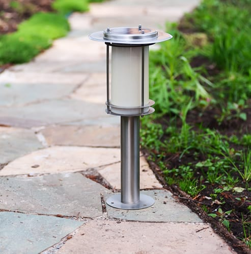 Elegant garden path light